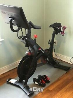 Peloton Exercise Bike 2019 Barely Used, Perfect Condition with shoes
